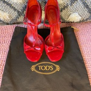 Tod's fire engine red leather shoes, Pin Up style
